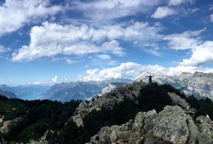 Bergpanorama von Urner Bergen mit dem Urner See im Hintergrund
